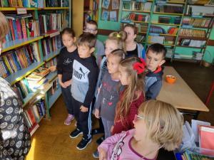 Pierwszaki w bibliotece